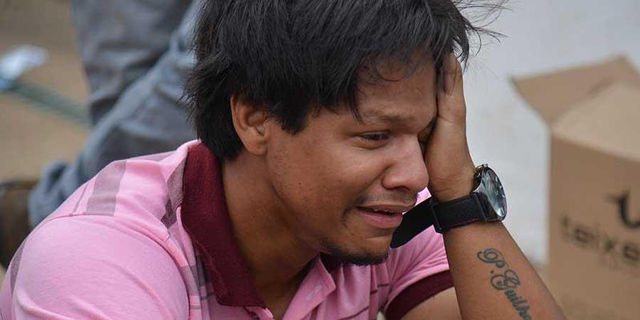 O estudante Jadison Texeira passou mal por ter chegado atrasado ao UniCEUB. Sua entrada não foi permitida no segundo dia de provas do Enem 2015